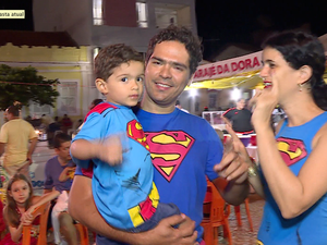 Família foi fantasiada de super-herói (Foto: Reprodução / TV Grande Rio)