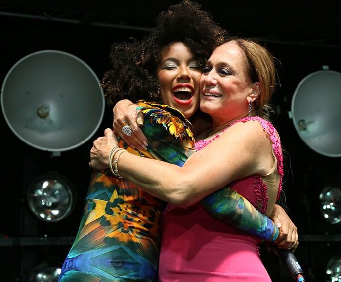 Depois do show, Susana Vieira abraça Lelezinha (Foto: Isabella Pinheiro/Gshow)