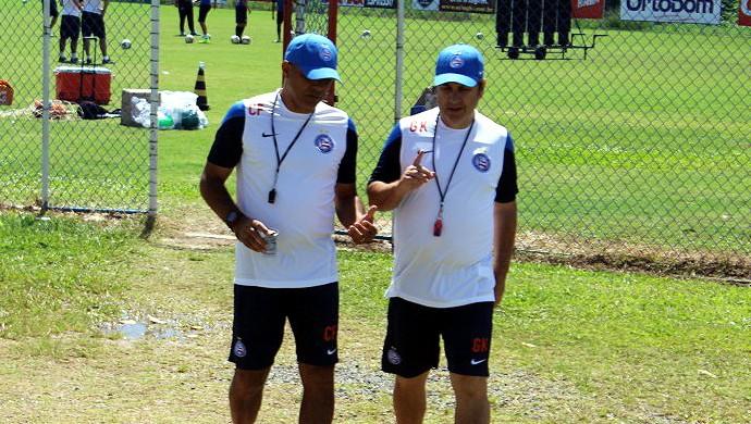Gilson Kleina e Charles Fabian durante coletivo do Bahia no Fazendão (Foto: Divulgação/E.C. Bahia)
