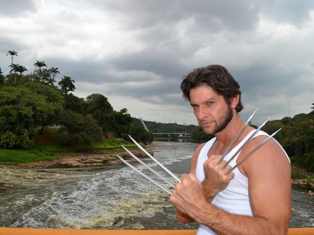 Sósia de Wolverine visitou o Rio Piracicaba (Foto: Claudia Assencio/G1)