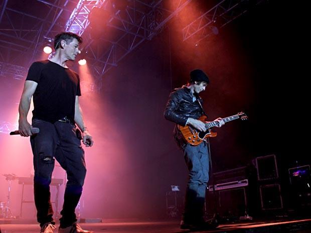 O vocalista Morten Harket e o guitarrista Pål Waaktaar durante show do A-ha em Brasília (Foto: Vianey Bentes/TV Globo)