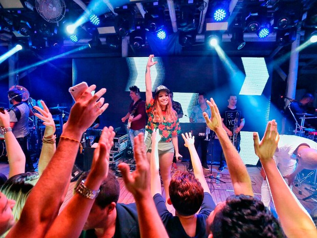 Solange Almeida em show em Fortaleza, no Ceará (Foto: Alana Andrade/ Divulgação)