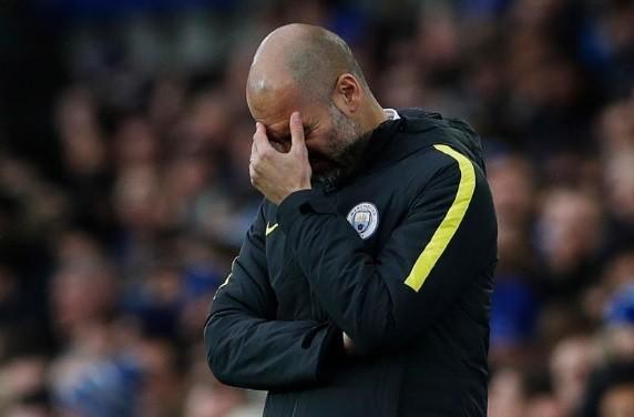 Guardiola abaixa a cabeça diante dos 4 a 0 do Everton sobre o City