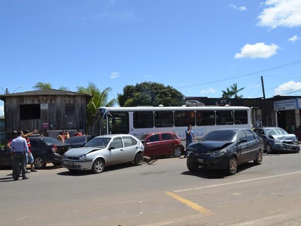 Nenhuma pessoa se feriu no acidente (Foto: Dyepeson Martins/G1)