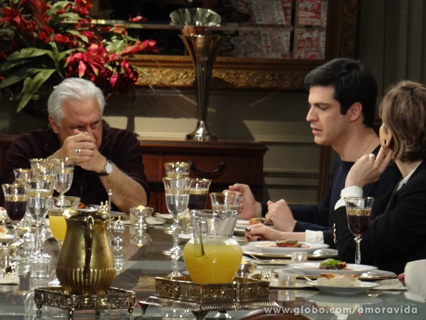 Félix sugere internar Paloma (Foto: Amor à Vida / TV Globo)