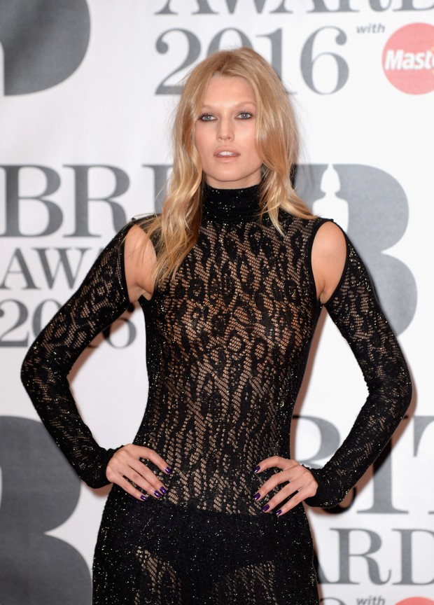 Toni Garrn no BRIT Awards (Foto: Getty Images)