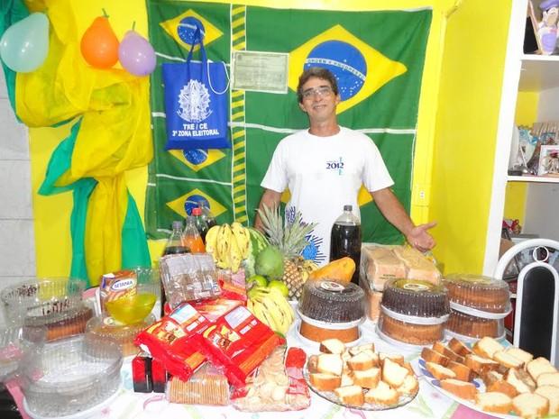 Presidente de seção eleitoral recebe eleitores com café da manhã (Foto: Carlos Careca/Arquivo pessoal)