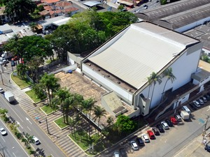 Teatro Municipal 'Dr. Losso Netto', em Piracicaba, fechou em fevereiro e obras começaram somente em novembro (Foto: Araripe Castilho / G1)