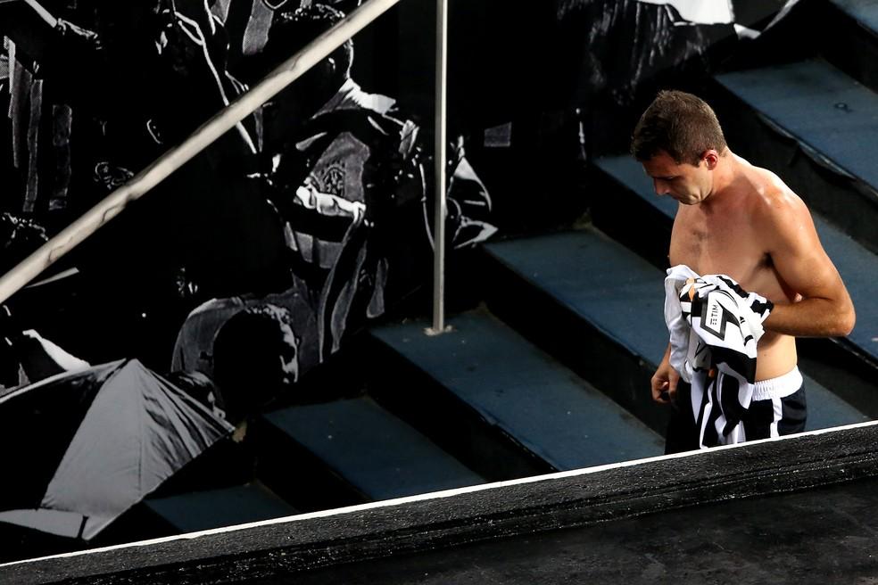 Lesão em Botafogo x Avaí - últimos minutos de Montillo com a camisa alvinegra (Foto: Satiro Sodré/SSPress/Botafogo )