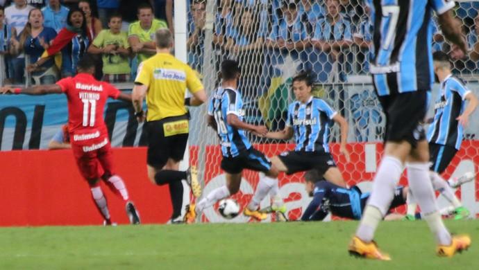 Gre-Nal 409, Arena, Grêmio, Inter, Vitinho, Geromel (Foto: Diego Guichard / GloboEsporte.com)