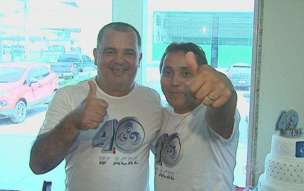 Funcionários comeraramos os 40 anos da TV Acre no sábado (18) (Foto: Reprodução/TVAcre)