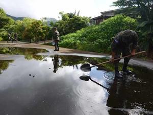Soldados procuram criadouros de mosquitos da dengue em Tegucigalpa, Honduras. (Foto: AFP Photo /Orlando Sierra)