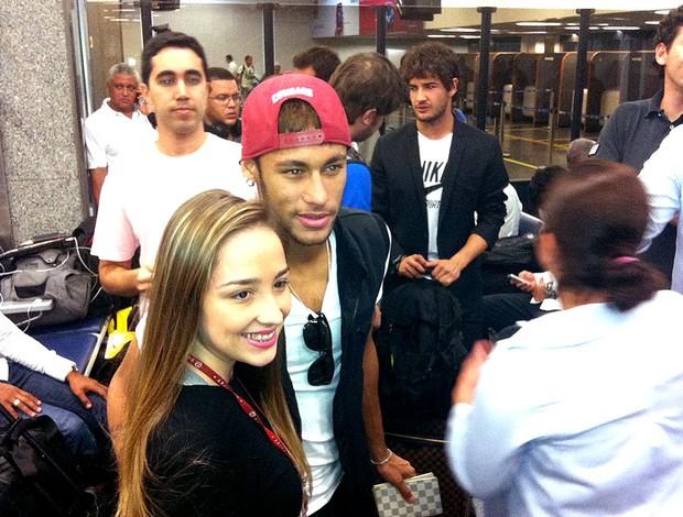 Neymar embarque Seleção  (Foto: Márcio Iannacca)