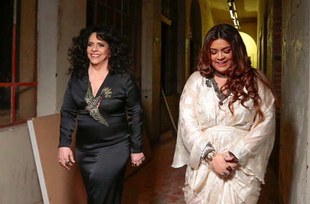 Preta Gil e a madrinha Gal Costa nos bastidores do clipe 'Vá se Benzer', segundo single do disco 'Todas as Cores' (Foto: Rafael Cusato/Brazil News)