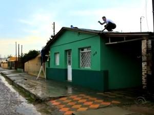 Número de casas danificadas sobe para 900 em Rosário do Sul (Foto: Reprodução/RBS TV)