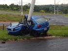 Motorista morre ao perder controle do carro e atingir poste em Araguari