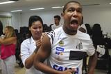 Doeu? Jogadores do Santos tomam vacina contra febre amarela; veja fotos