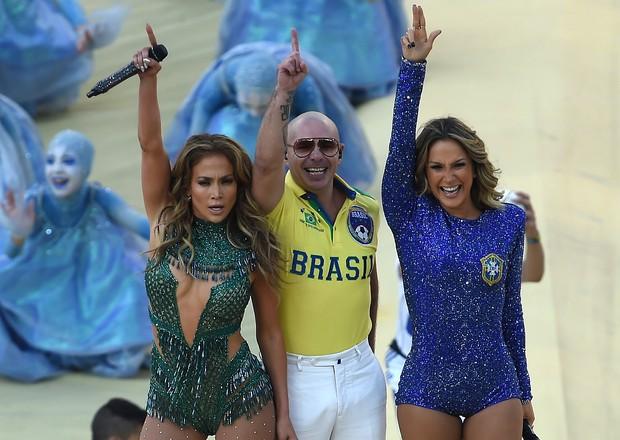 Jennifer Lopez, Claudsia Leitte e Pitbul na abertura da Copa (Foto: AFP)
