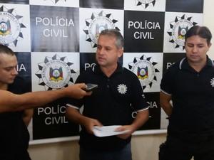 Delegado explica caso de atropelamento com quatro mortes (Foto: Francieli Alonso/RBS TV)