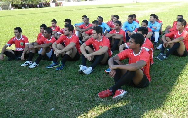 Diretoria reuniu conversou com os atletas antes de iniciarem os trabalhos. (Foto: Kaleo Martins / Globoesporte.com)