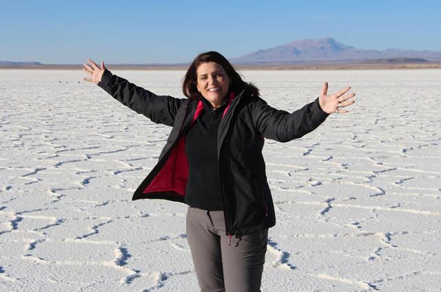 Bette Lucchese grava na Bolívia para o 'Globo repórter' (Foto: Rafael Batista/TV Globo)