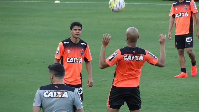 Douglas Santos, lateral do Atlético-MG (Foto: Fernando Martins Y Miguel)