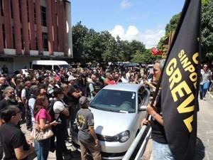 Estado está autorizado a descontar salários de servidores em caso de greve no RN (Foto: Elaine Vládia)