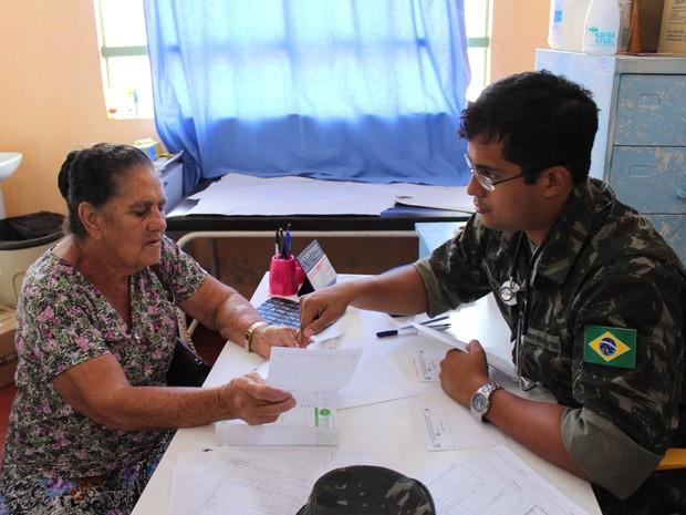 Atendimentos foram realizados no único posto de saúde da cidade (Foto: Mary Porfiro/G1)