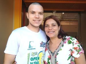 Mãe é fã número 1 do filho e se sente orgulhosa (Foto: Carol Malandrino/G1)