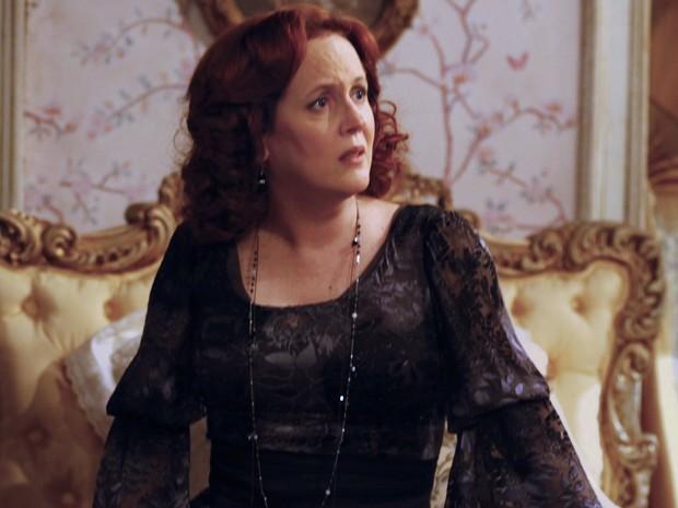 A viúva não se conforma com a audácia da filha (Foto: Lado a Lado/TV Globo)