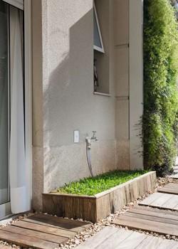Caixa de aço galvanizado com grama (Foto: Pedro Abude/Editora Globo)