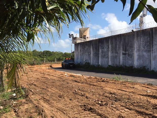 Limpeza da área externa de Alcaçuz faz parte das medidas anunciadas pelo governo do estado (Foto: Christiane Mussi/G1)