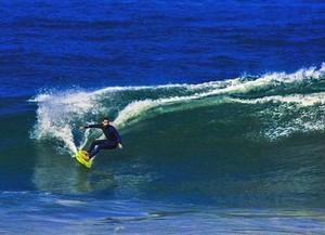 Cauã curte momento de folga surfando (Foto: Arquivo Pessoal)