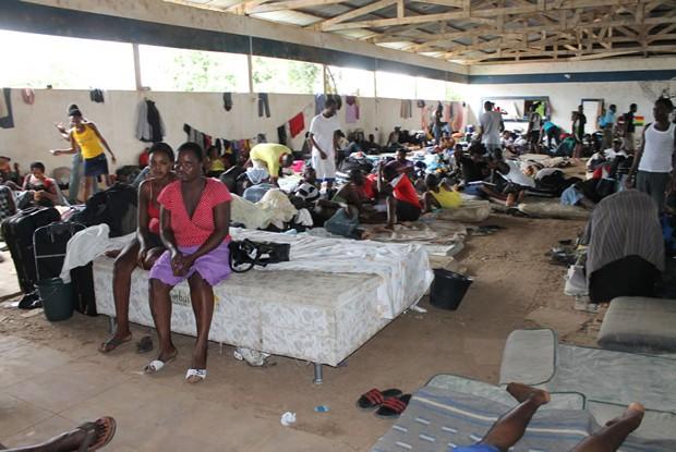 Desde o início do ano, cerca de 1.700 imigrantes desembarcaram no Acre, a maioria agenciados por grupos criminosos, segundo o governo (Foto: Karen Araújo/Assessoria Jorge Viana)