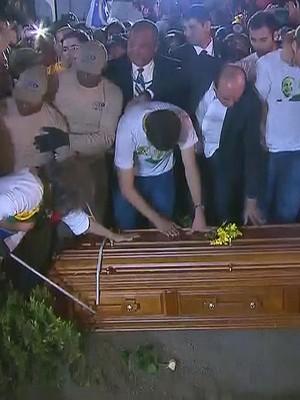 FOTOS: velório e enterro reuniram 160 mil pessoas em Pernambuco (Reprodução / TV Globo)