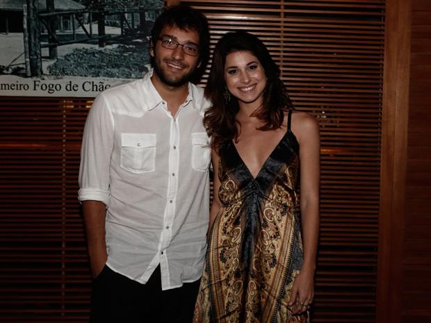 Humberto Carrão e Chandelly Braz chegaram juntinhos para a festa (Foto: Inácio Moraes/Gshow)
