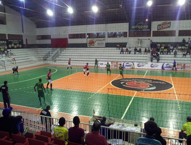 Patrocínio X Tupaciguara pelas quartas de final da Copa Integração de Futsal (Foto: Paulo Barbosa)