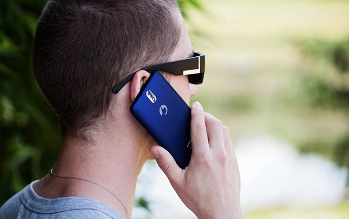 Smartphones acompanham capinha extra na caixa (Foto: Divulgação/Positivo)