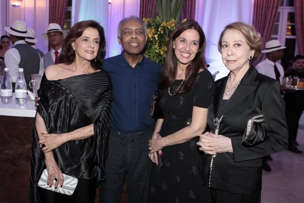 Marieta Severo, Gilberto Gil, Flora Gil e Fernanda Montenegro (Foto: Isac Luz/EGO)