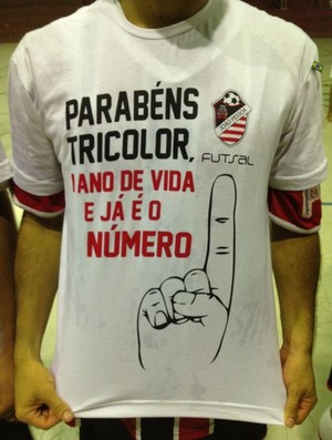 Camisa comemorativa ao t&#237;tulo do JP Futsal (Foto: Divulga&#231;&#227;o / JP Futsal)
