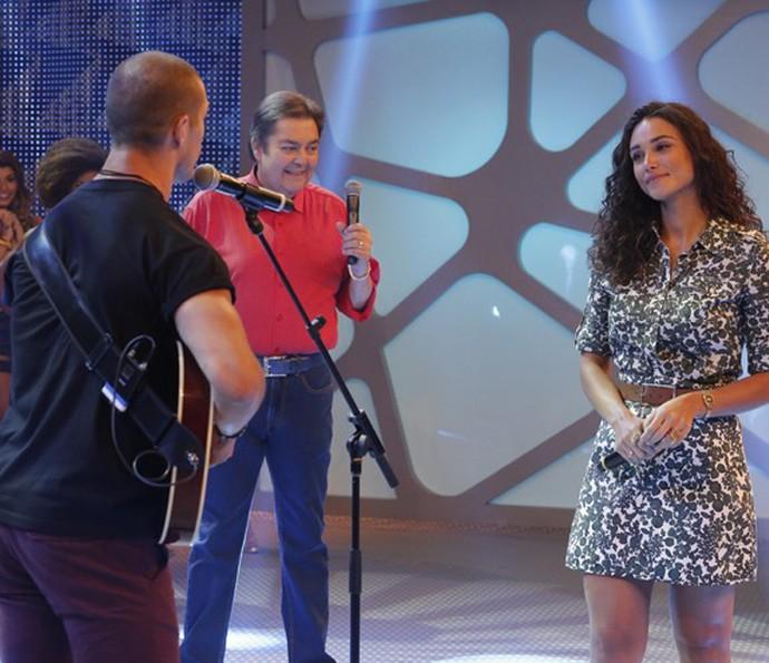 José Loreto canta música feita especialmente para Débora Nascimento (Foto: Felipe Monteiro/Gshow)