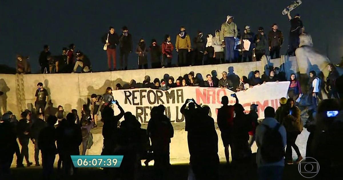Estudantes em SP protestam contra reforma na educação de Temer