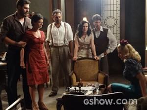 Gaia parte para cima da vedete após descobrir a verdade (Foto: Joia Rara/TV Globo)