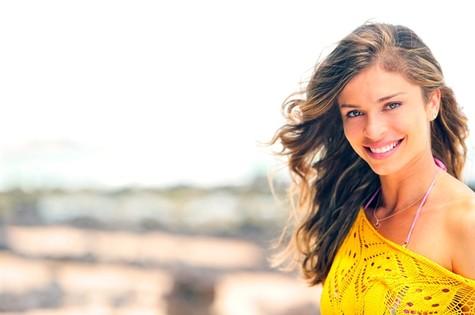 Grazi Massafera usa trajes com rendas em 'Flor do Caribe' (Foto: TV Globo)