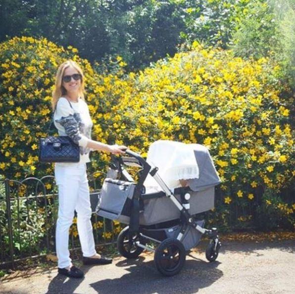 Luiza Valdetaro leva filha caçulça para passear em Londres (Foto: Reprodução do Instagram)