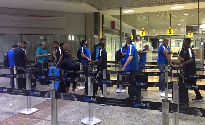 Desembarque Grêmio Porto Alegre (Foto: Eduardo Moura/GloboEsporte.com)
