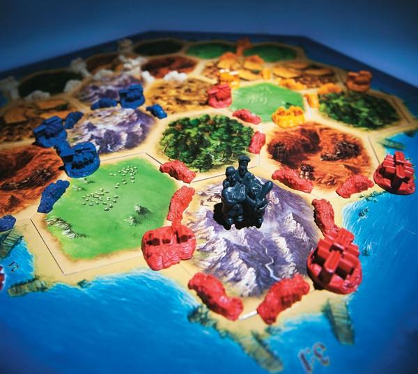 RENOVAÇÃO O tabuleiro de Colonizadores de Catan.  O jogo substituiu clássicos como War nas prateleiras (Foto: Rogério Cassimiro/Época)
