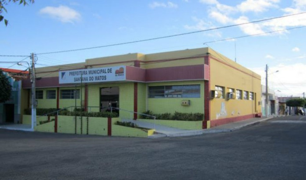Segundo o MP, a prefeitura de Santana do Matos efetuou pagamentos de R$ 183 mil para a empresa investigada  (Foto: Sidney Silva)