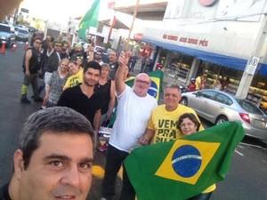 Em Tupã moradores se reuniram em avenida (Foto: Marco Sobhie/Divulgação)
