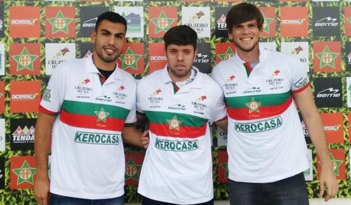 Fernando, João Vitor e Victor, novos reforços da Portuguesa-RJ (Foto: A.A Portuguesa)